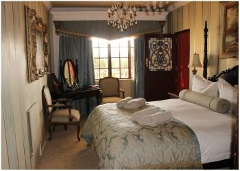 ROOM 10 – LOUIS XV1 De Luxe Room